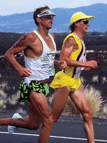 IRONMAN Hawaii 1989: Dave Scott und Mark Allen beim Marathon